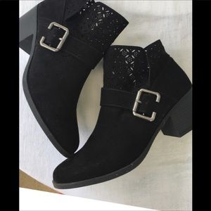 Qupid Laser Cut Suede Booties NWOT